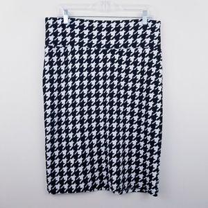 LuLaRoe | Black/White Houndstooth Cassie Skirt